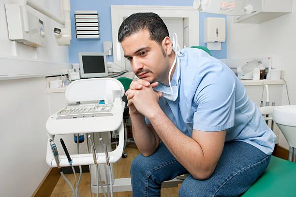 Грустный стоматолог